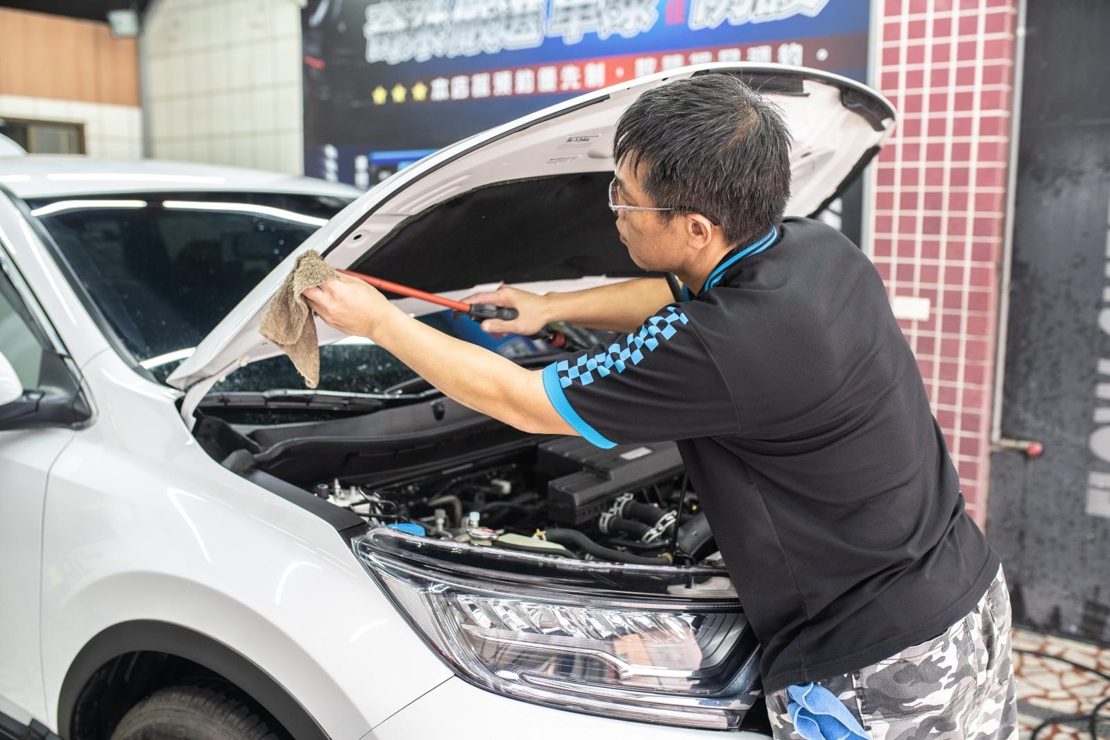 中壢JCB龍興汽車專業美容工坊~愛車的鍍膜保養就是這了!老闆比你還愛護你的車。中壢高品質的汽車鍍膜推薦