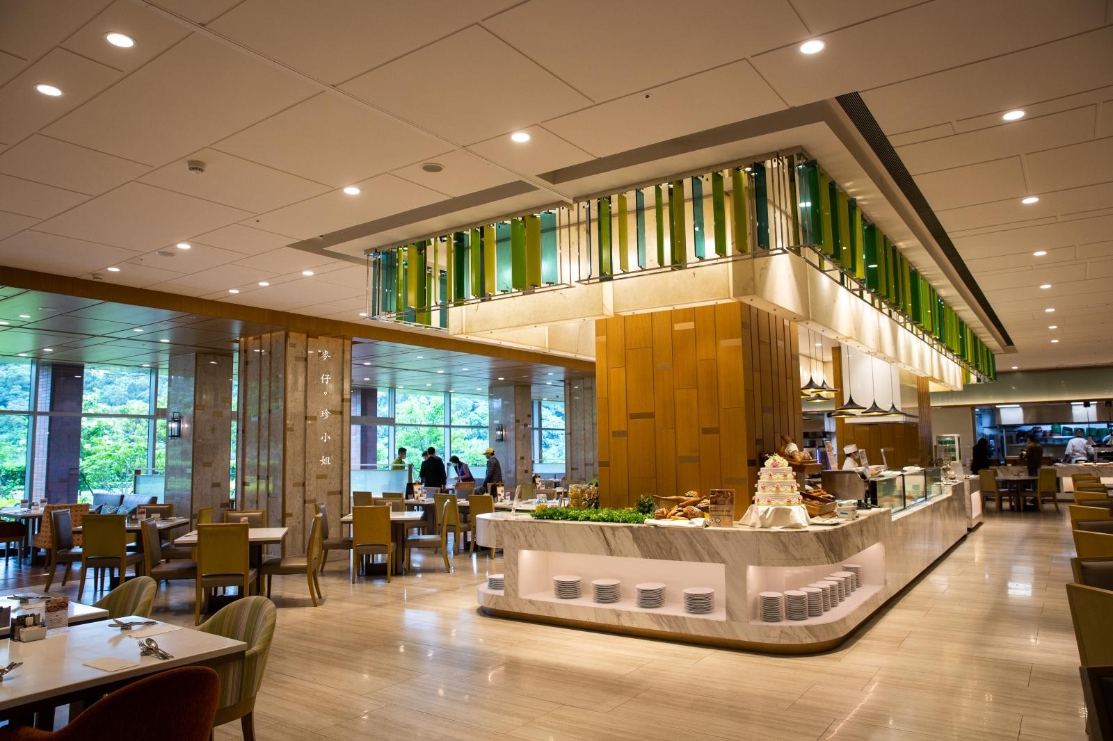 台北南港超浮誇海陸雙饗主餐,吃美國極黑和牛送龍蝦只在『六福萬怡酒店敘日全日餐廳』,全面現點現做更放心