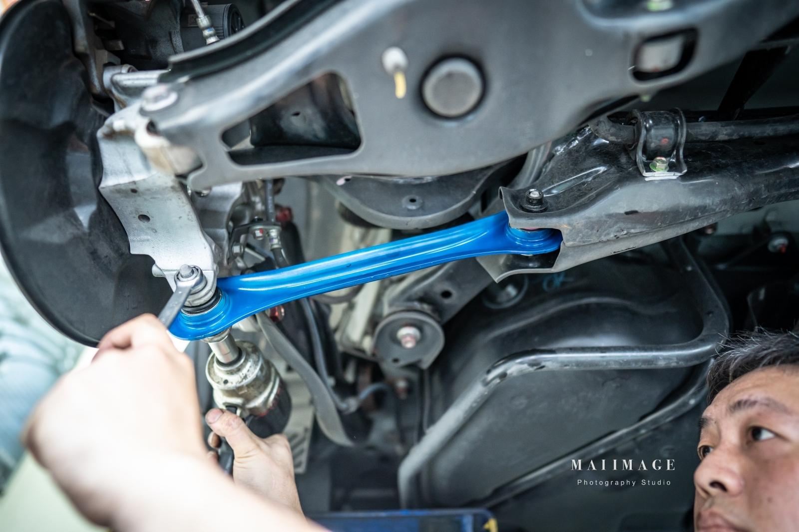 HONDA CR-V休旅車小改裝分享。改車這種事就是要交給專業的來,原廠零件改裝|板橋汽車改裝、板橋汽車保養