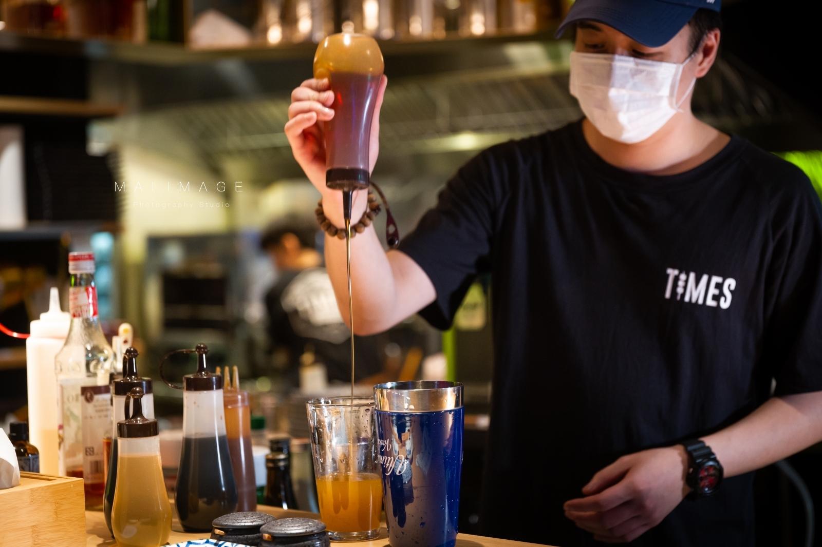 情人節來這吧~值得收藏的深夜小酒館。每日限定情人節專屬座位,帶心愛另一半來超浪漫,不來嗎?南京復興捷運美食