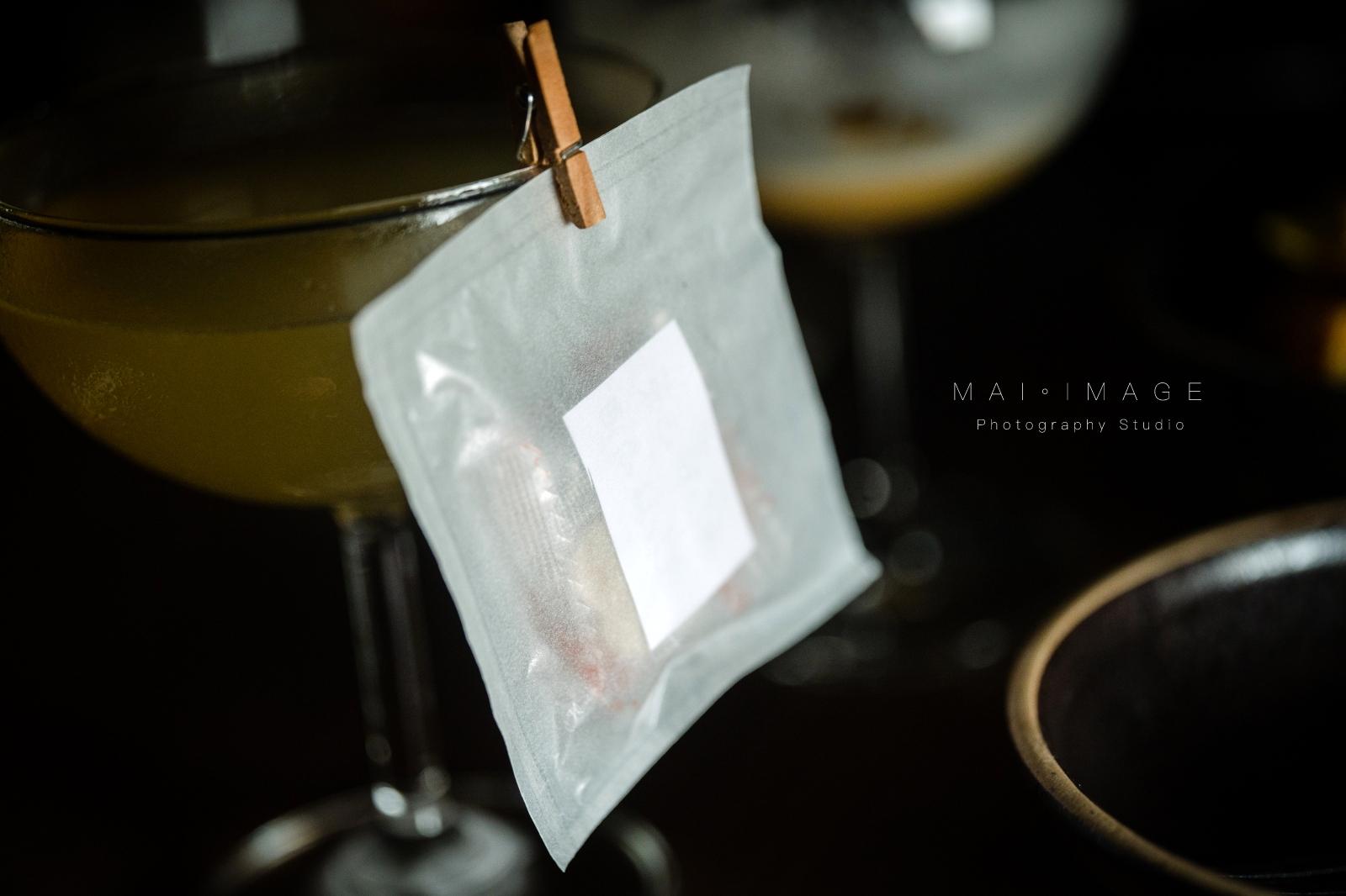 內行人才打得開的密室書櫃『Book ing bar』床前故事系列調酒值得一試。|大安區酒吧推薦