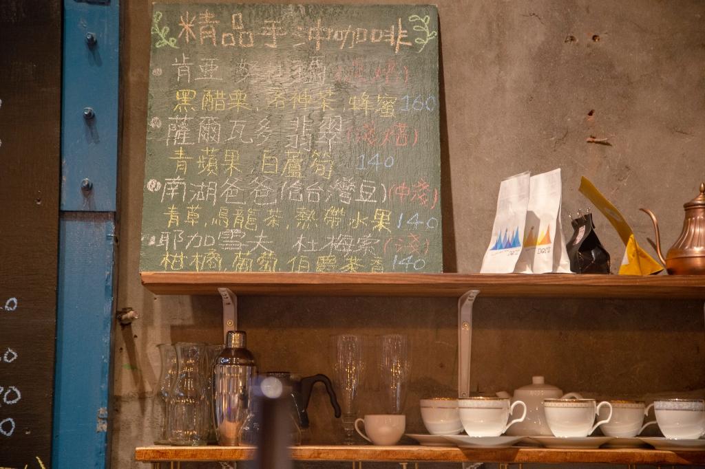 宜蘭市散策~『玩轉宜蘭』特色小店推薦|行口文旅、舊書櫃、飛魚食染,宜蘭旅遊小清新空間|宜蘭住宿美食推薦