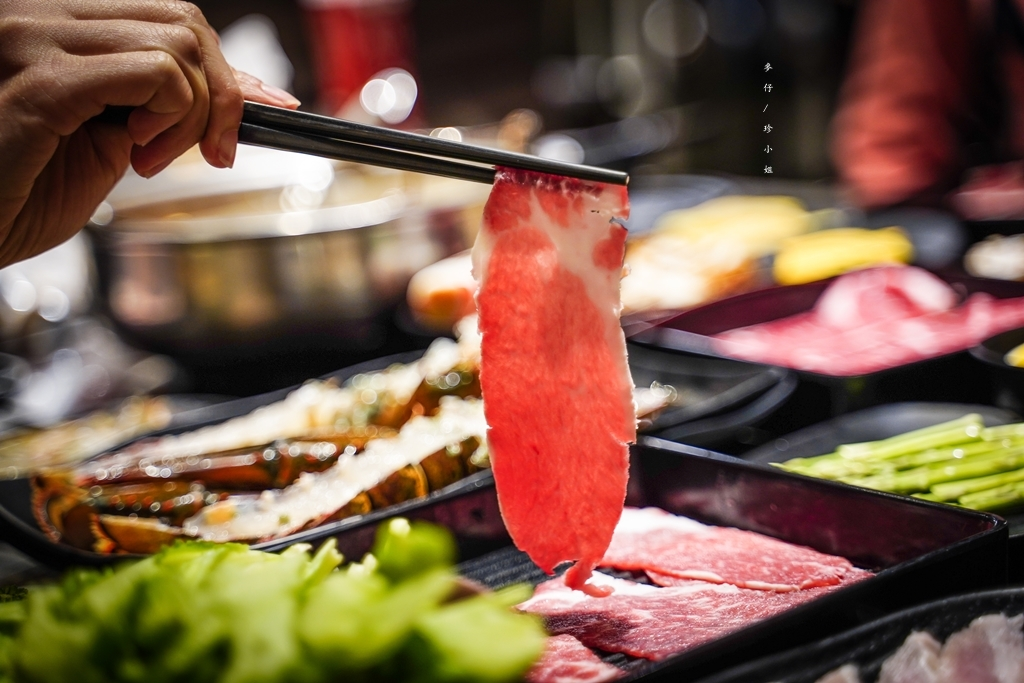 【新店美食】超越水產火鍋超市|肉多多鍋物旗下全新力作~打造全台最強鍋物超市|波士頓龍蝦588超值必點~蒸籠結合鍋物豐富程度破表