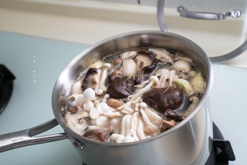 HUSK&TURNER |三層不鏽鋼單柄鍋18cm|citiesocial獨賣德式精品級鍋具~醫療級不銹鋼材質烹煮更安心|文中附上蒜頭香菇雞湯食譜