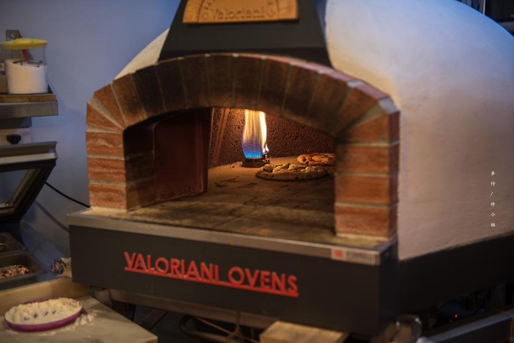 【天母美食】歐奇窯烤披薩Pizzeria Oggi~台灣第一家經過義大利認證過的披薩料理|四人分享餐 x 精緻的義式美味地道披薩必點|天母SOGO美食