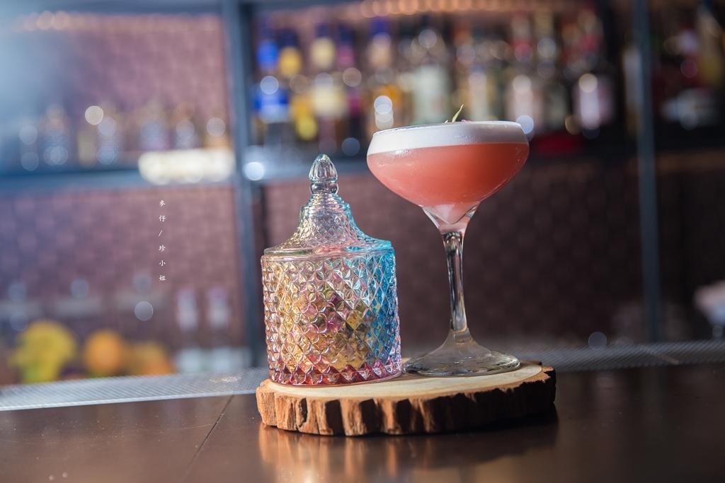 台北|Book ing bar|超神祕!!台北必訪新開幕秘境酒吧~隱藏巷弄裡的密室|東區酒吧推薦