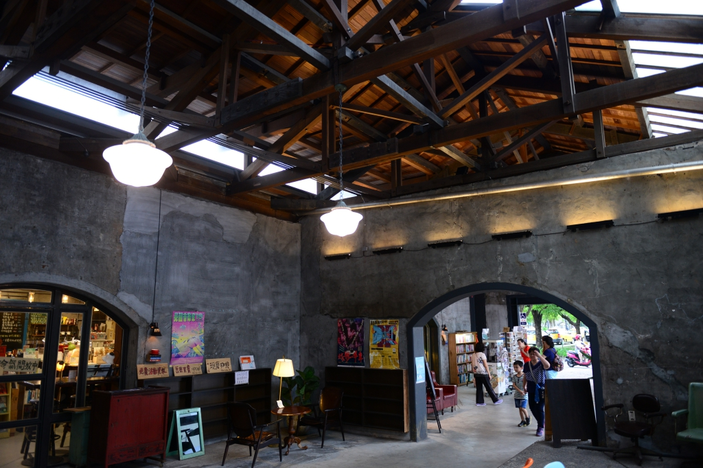 宜蘭散策~舊書櫃人文咖啡|宜蘭二手書咖啡輕食小空間~宜蘭火車站小清新咖啡推薦