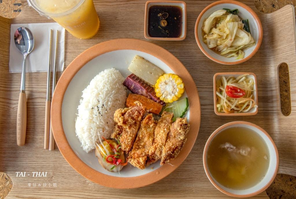 汰汰熱情食堂|健康營養兼具的泰式料理餐盒有實體店面了~就在慶城街1號美食街|椒麻雞、松阪豬必點!捷運南京復興美食