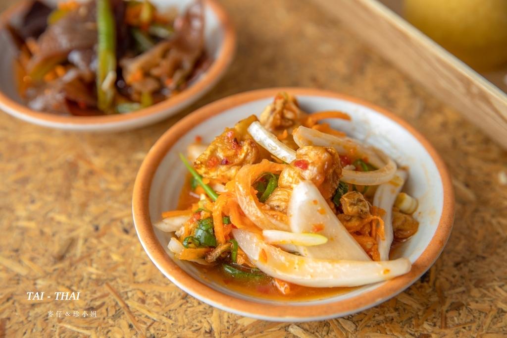 『 汰汰熱情食堂 』健康營養兼具的泰式料理餐盒有實體店面了~就在慶城街1號美食街|椒麻雞、松阪豬必點!捷運南京復興美食